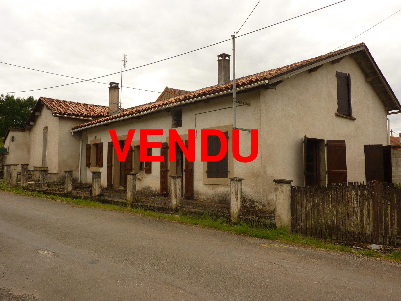 VenteMaison/VillaNIEUIL16270CharenteFRANCE